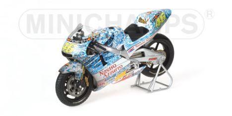 1-12-minichamps-honda-nsr-500-valentino-rossi-team-nastro-azzurro-gp-mugello-2001-dirty-version
