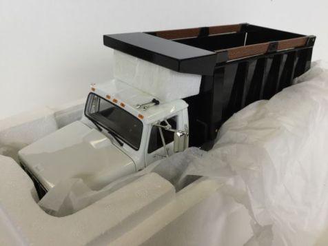 1:25 International S-Series Dump Truck white cab black dumper