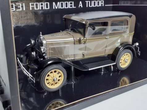 1:18 Sun Star 1931 Ford Model A Tudor Chicle Drab in Green