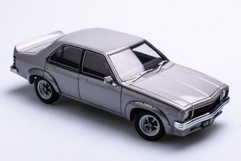 1:18 AUTOart Ford XY Falcon GTHO Phase III Royal Umber 72755