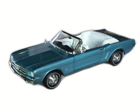 1:18 American Muscle 1965 Ford Mustang Convertible Light Blue *SG*