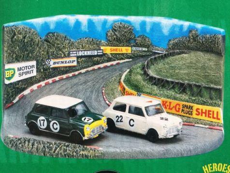 1:43 Vanguards Bathurst 1966 Rally Diorama x 2 Mini Cooper RD4002