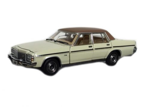 1:43 Trax Opal Series 1977 Holden HZ Statesman deVille - Chamois with Vinyl Roof - TO10