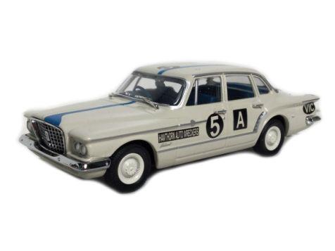 1:43 TRAX 1962 Chrysler R Series Valiant #5A Croft/Gillespie TR35D
