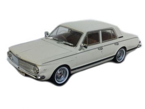 1-43-trax-1963-chrysler-ap5-valiant-regal-hardtop-alpine-white-tr80b