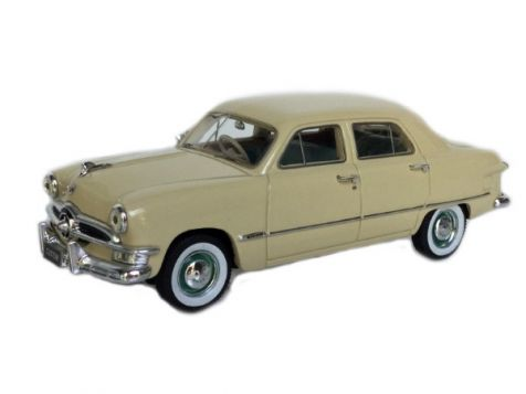 1:43 TRAX 1950 Ford Custom Sedan 'Single Spinner' Cream TSS08